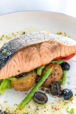 Adesivo salmone alla griglia bistecca pesto