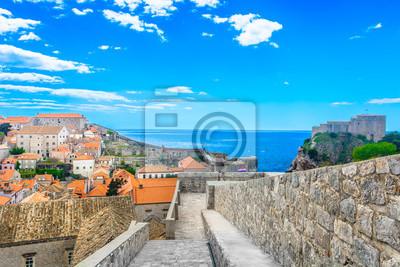 Adesivo Scenari famosi Dubrovnik Croazia. / Veduta aerea al famoso paesaggio urbano di città medievale di Dubrovnik, luogo famoso in Europa, Mediterraneo.
