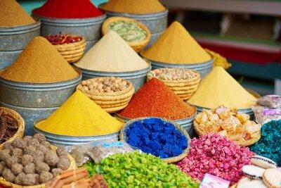 Adesivo Selezione di spezie in un mercato marocchino