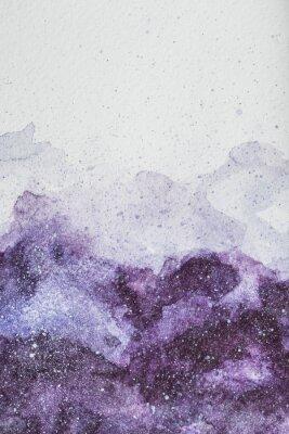 Adesivo spazio dipinto con pittura ad acquerello viola su sfondo bianco