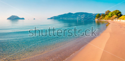 Adesivo Splendida vista sulla spiaggia dell'isola di Zante (Zante). Vista sul mare soleggiata primavera del Mar Ionio, Grecia, Europa. Bellezza della natura concetto di fondo.