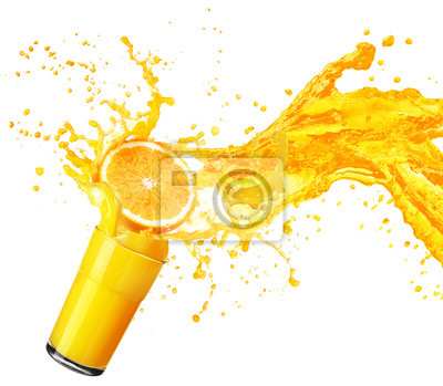 Adesivo spruzzi succo d'arancia con i suoi frutti isolato su bianco