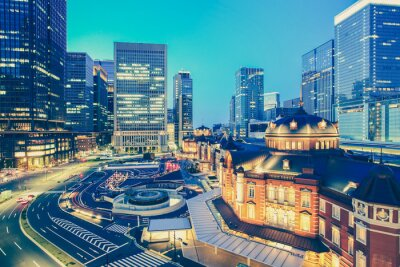 Adesivo Stazione ferroviaria di Tokyo e Tokyo highrise costruzione a tempo crepuscolare
