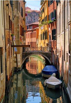 Adesivo strada stretto canale a Venezia, Italia