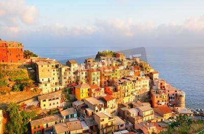 Adesivo Tramonto pittoresco nel pittoresco villaggio di Manarola (Cinque Terre, Italia)