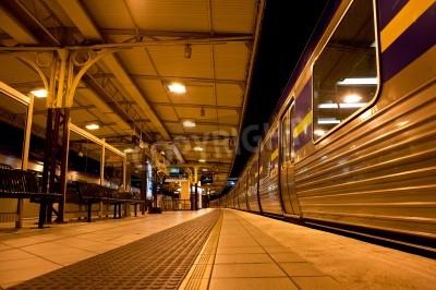 Adesivo Treno si fermò alla stazione ferroviaria di notte