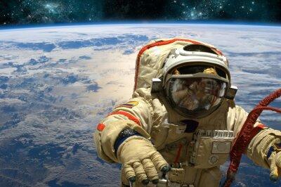 Adesivo Un cosmonauta galleggia nello spazio. - Elementi di questa immagine fornita dalla NASA.