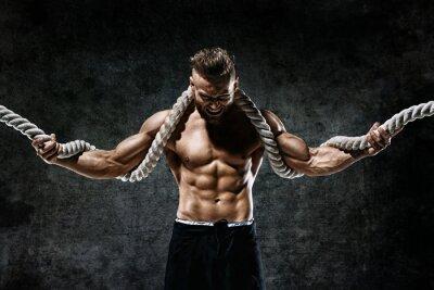 Adesivo Uomo muscolare con corda. Foto di uomo con corpo perfetto dopo l'allenamento. Fashion style