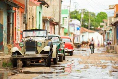 Adesivo Vecchia automobile convertibile sulla strada di Trinidad, Cuba