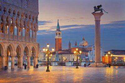 Adesivo Venezia. Immagine di Piazza San Marco a Venezia durante l'alba.