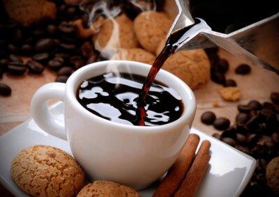 Adesivo Versare il caffè caldo Nella tazzina bianca
