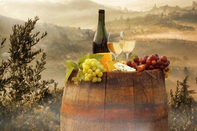 Adesivo Vino bianco con canna sul vigneto in Chianti, Toscana, Italia