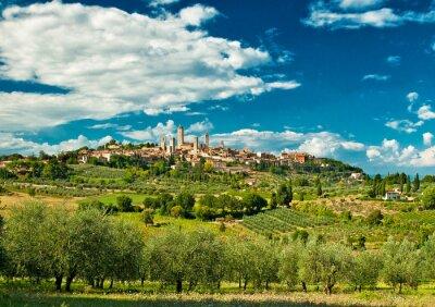 Adesivo Vista panoramica su San Gimignano a vigneti, uno dei più bei borghi d'Italia
