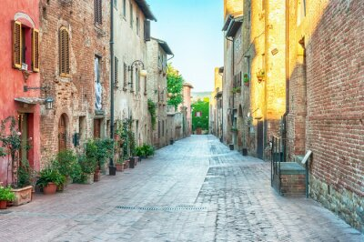 Adesivo Vista strada medievale a Certaldo, Italia.