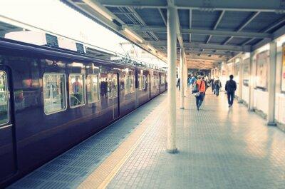 Adesivo 駅 の ホ ー ム と 通勤 す る ビ ジ ネ ス マ ン