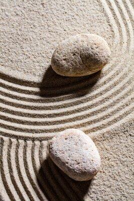Adesivo Zen di sabbia still-life - due pietre insieme attraverso le linee di sabbia per il concetto di spiritualità o di serenità, vista dall'alto
