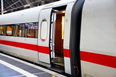 Adesivo Zug im Bahnhof mit offener Tür