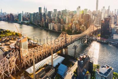 Carta da parati Aerial view of the Ed Koch Queensboro Bridge over the East River in New York City