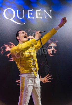 Carta da parati AMSTERDAM, PAESI BASSI - 25 APRILE 2017: Statua di cera di Freddie Mercury nel museo Madame Tussauds il 25 aprile 2017 a Amsterdam Paesi Bassi.