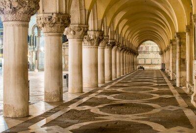 Carta da parati Antiche Colonne a Venezia. Archi in Piazza San Marco, Venezia