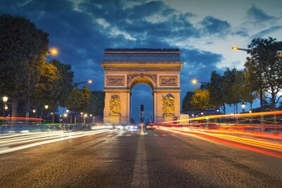 Carta da parati Arco di Trionfo. Immagine delle iconiche Arc de Triomphe a Parigi, città al crepuscolo ora blu.