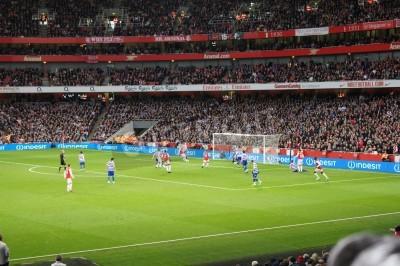 Carta da parati Arsenal vincendo 1-0 contro il Regina Park Rangers