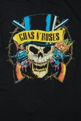 Carta da parati AVEIRO, PORTOGALLO - 20 LUGLIO 2016: illustrazione della maglietta di Guns n 'Roses. Guns N 'Roses è tra le band più vendute al mondo di tutti i tempi.