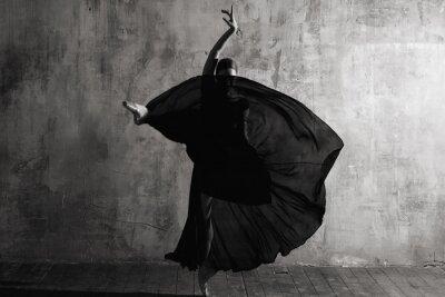 Carta da parati Ballerina in ballroom. Ballet dancer in studio. Black and white monochrome.