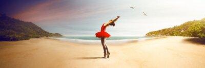 Carta da parati Ballerino di danza classica presso la spiaggia