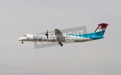 Carta da parati Barcelona, Spain - April 18, 2015: A Luxair Bombardier Dash 8 approaching to the El Prat Airport in Barcelona, Spain.