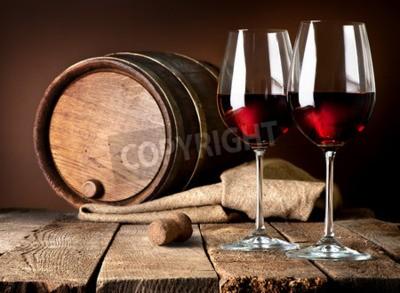 Carta da parati Barrel e bicchieri di vino rosso su un tavolo di legno