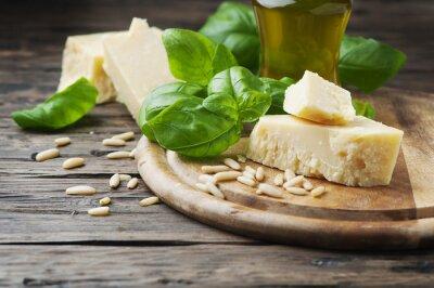 Carta da parati Basilico, formaggio, di pino e olio d'oliva sul tavolo di legno