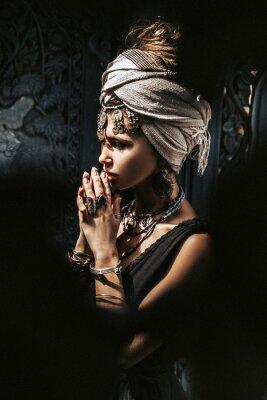 Carta da parati beautiful young stylish woman wearing turban outdoors portrait