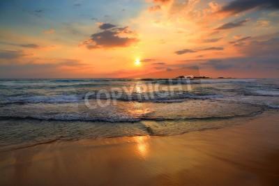 Carta da parati bel paesaggio con il tramonto tropicale mare sulla spiaggia
