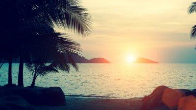 Carta da parati Bel tramonto a costa del mare tropicale.