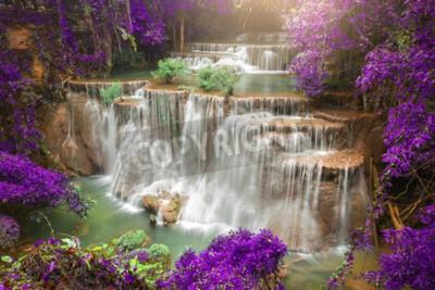 Carta da parati Bella cascata nella foresta di autunno, foresta profonda cascata, provincia di Kanchanaburi, in Thailandia