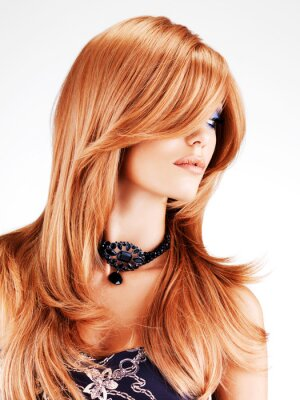 Carta da parati Bella donna con i capelli lunghi rossi