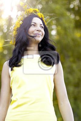 f553d45c0565 Bella ragazza sorridente nel parco carta da parati • carte da parati ...