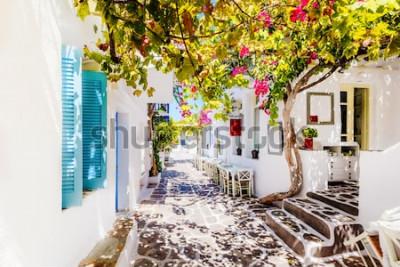 Carta da parati Bella strada sull'isola di Paros, in Grecia