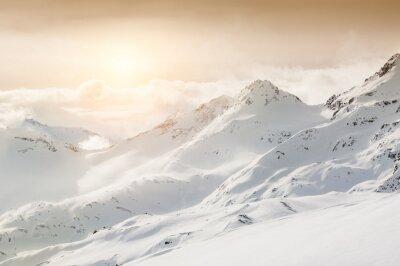 Carta da parati Bellissimo paesaggio invernale con le montagne innevate