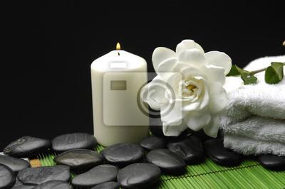 Tappeto Salotto Verde : Bianco gardenia e pietre con asciugamano e candela sul tappeto carta
