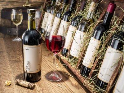 Carta da parati Bicchiere di vino e bottiglia di vino.