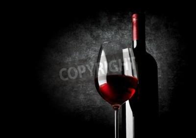 Carta da parati Bicchiere di vino rosso su sfondo nero