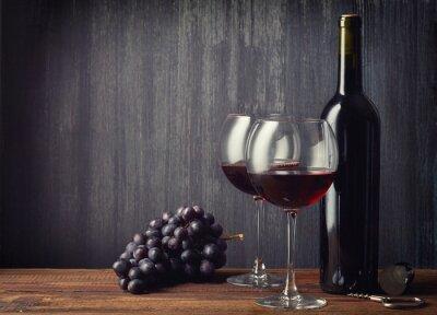 Carta da parati Bottiglia e due bicchieri di vino rosso