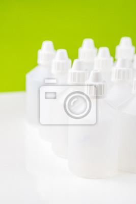 Bottiglie Traslucido Bianco Utilizzato In Omeopatia Con Sfondo Carta