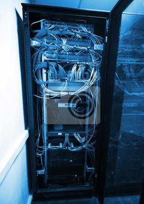 Carta da parati Cabinet del server moderno con apparecchiature di rete e cavi