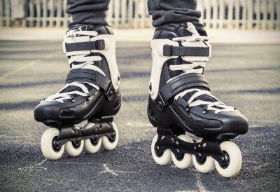 Carta da parati camminare su pattini a rotelle per il pattinaggio. foto tonica