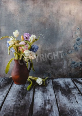 Carta da parati Ceramic jug with spring flowers on wooden table
