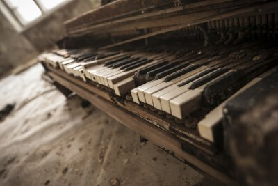 Carta da parati Chernobyl - primo piano di un vecchio pianoforte