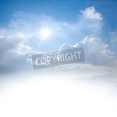 Carta da parati Cielo blu con nuvole e sole riflessione in acqua con posto per il testo